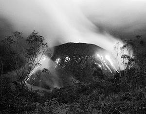 Извержение вулкана на Яве привело к эвакуации тысяч людей