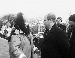 Главный медик Майдана Ольга Богомолец отрицает, что виделась с Паэтом, хотя снимки говорят об обратном