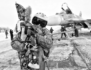 Летчиков с «Адмирала Кузнецова» на аэродроме Североморск-3 встречали не только сослуживцы, но и семьи