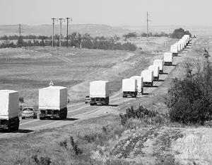 Гуманитарная колонна начала движение с места стоянки к границе Украины