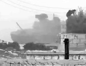 По мнению экспертов, экипаж сирийского танка Т-90 выжил благодаря системам динамической защиты