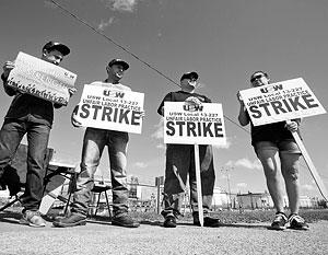 Американская нефтедобыча страдает от низких цен на нефть, а нефтепереработка – от забастовок