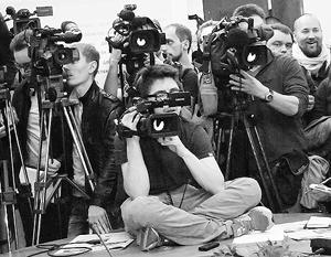 Российских журналистов на Украине лишают аккредитации, своих пока обещают не трогать