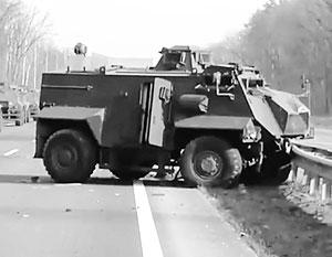Украинский военный разбился насмерть на броневике Saxon по пути в зону «спецоперации»