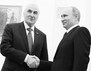 Договор стороны решили подписать в день первой годовщины воссоединения Крыма и России