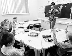 «Кто сказал, что новую информацию дети должны получать в классе и работать с ней дома? А почему нельзя наоборот?» – риторически спрашивают эксперты
