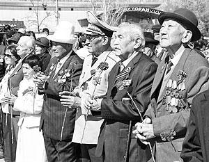 В предыдущие годы георгиевские ленточки были одним из непременных атрибутов празднования Дня Победы в Киргизии