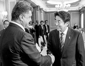 Премьер-министр Японии летит в Киев, чтобы поддержать баланс между Москвой и Вашингтоном