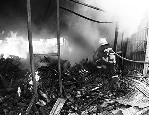 Тушение пожара на донецком рынке «Сокол» после обстрелов