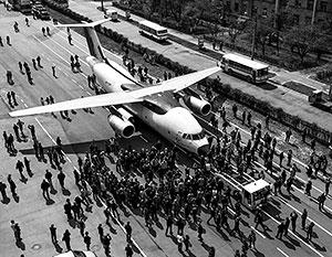 Опытный образец Ан-178 показали в мае 2015 года. Треть комплектующих – российские, которым предстоит найти замену, перед тем как пустить самолет в серию