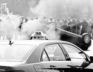 Легальные таксисты не церемонились с машинами конкурентов