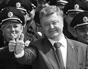 Петр Порошенко высоко оценил работу новой полиции Киева