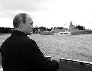 Владимир Путин на катере совершил обход судов, участвовавших в военно-морском параде