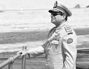 Абдель Фаттах ас-Сиси проплыл по второму каналу на той же самой яхте, на которой вице-султан Египта 150 лет назад плыл по первому