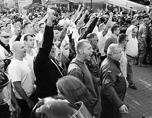 Польские болельщики прошли по центру Киева, скандируя: «Бей бандеровцев!»