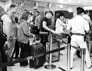 Российские туристы покидают Египет