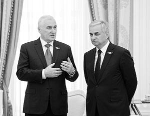 Президент Южной Осетии Леонид Тибилов и президент Абхазии Рауль Хаджимба