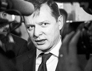 Уходя от Петра Порошенко, Олег Ляшко громко хлопнул дверью, однако политологи не исключают, что уже в декабре он постучится обратно