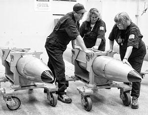 Внешне авиационные бомбы серии В61 напоминают ракету