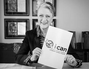 Председатель ICAN Берет Рейс-Андерсен радостно агитирует за запрет ядерного оружия