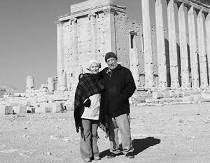 Алексей Лебедев с супругой возле храма Бэла в Пальмире, 30 декабря 2006 года