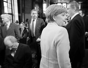 Через три недели Ангела Меркель будет отмечать десятилетний юбилей своего канцлерства – ее рейтинг падает, а соратники задумываются о ее замене