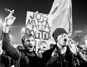 Протесты в Румынии продолжились после ухода премьер-министра Виктора Понты