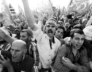 В Турции явно доминируют антироссийские настроения с общетюркским акцентом