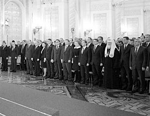 Послание президента началось с минуты молчания по нашим военным, погибшим в Сирии