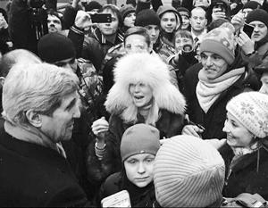 Джон Керри с охотой пообщался с людьми на Старом Арбате