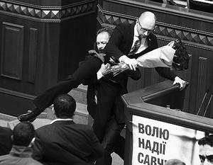 Арсения Яценюка «вынесли» за тестикулы