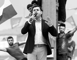 Спустя два месяца после выборов турецкие лидеры вдруг заметили, что Селахаттин Демирташ украл у них голоса «курдских братьев»