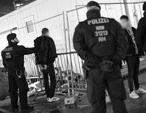 Кельнские полицейские фактически оказались бессильны перед толпой мигратов