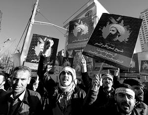 Иранские демонстранты протестуют у саудовского посольства в Иране