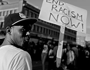 Расизм в США не изжит, это признают все