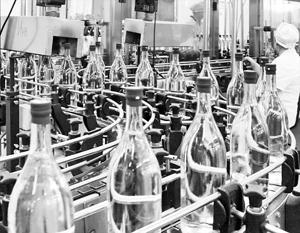 Контрафактный алкоголь, по оценке ФАС, составляет 40–50% рынка