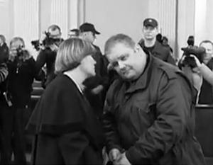 Литовская судебная система хотела привлечь к ответственности десятки человек, но на скамью подсудимых попали только двое. Один из них Юрий Мель (справа), который находился в танке во время событий января 1991 года