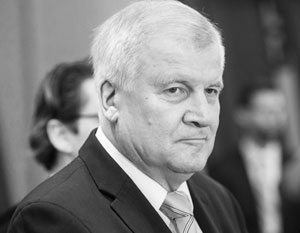 Хорсту Зеехоферу не простили критику в адрес Ангелы Меркель