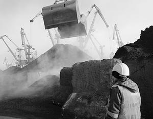 Киев через посредников покупает уголь в ДНР и ЛНР, а горняки Львова ждут зарплату