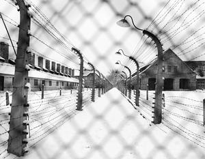Назвавший Освенцим «польским» лагерем Барак Обама с принятием нового закона рискует сесть на пять лет