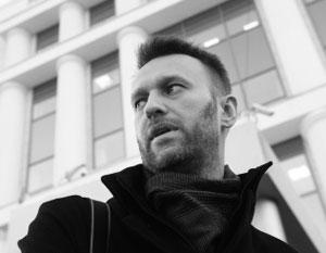 По мнению эксперта, Алексей Навальный не позволяет своим соратникам раскрутиться в медийные фигуры
