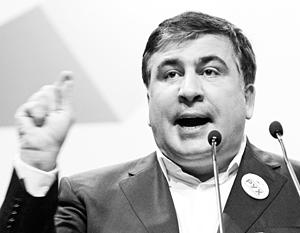 Эксперты отмечают, что все свои действия Саакашвили реализует через скандалы и эпатаж
