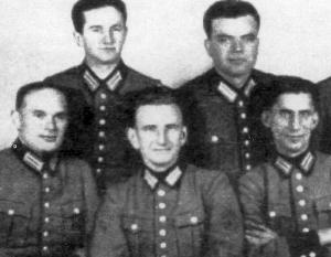 Роман Шухевич (второй слева в первом ряду) участвовал в создании немецкого батальона «Нахтигаль», 1941 год