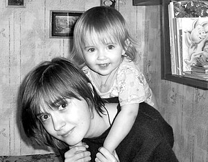 История 22-летней Антонины Федоровой, арестованной по подозрению в попытке убийства своей дочери, вызвала небывалый резонанс