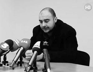 По словам Олега Хлюпина, его четыре часа гримировали, чтобы скрыть следы побоев, прежде чем показать по ТВ его «признание» в работе на ГРУ