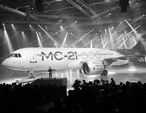 Премьер Дмитрий Медведев пообещал, что Россия останется в «высшей лиге» самолетостроения