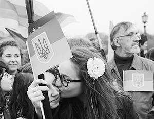 Публичные поцелуи геев и лесбиянок в центре Киева пробуждают большую смуту в правящих кругах Украины