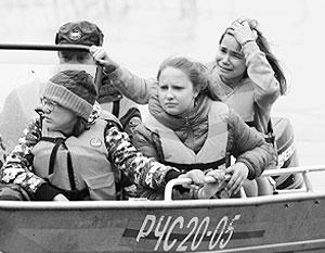 В МЧС утверждают, что получили сигнал бедствия лишь спустя почти сутки после гибели лодок с детьми