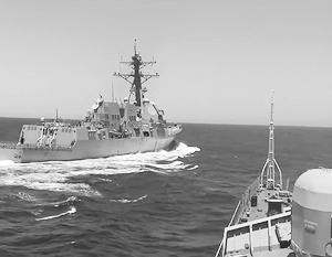 Американский эсминец обошел российский фрегат по правому борту