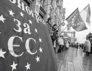 Интеграция в ЕС, за которую боролся Майдан, приносит лишь убытки, а членство в НАТО отодвигается на неопределенный срок